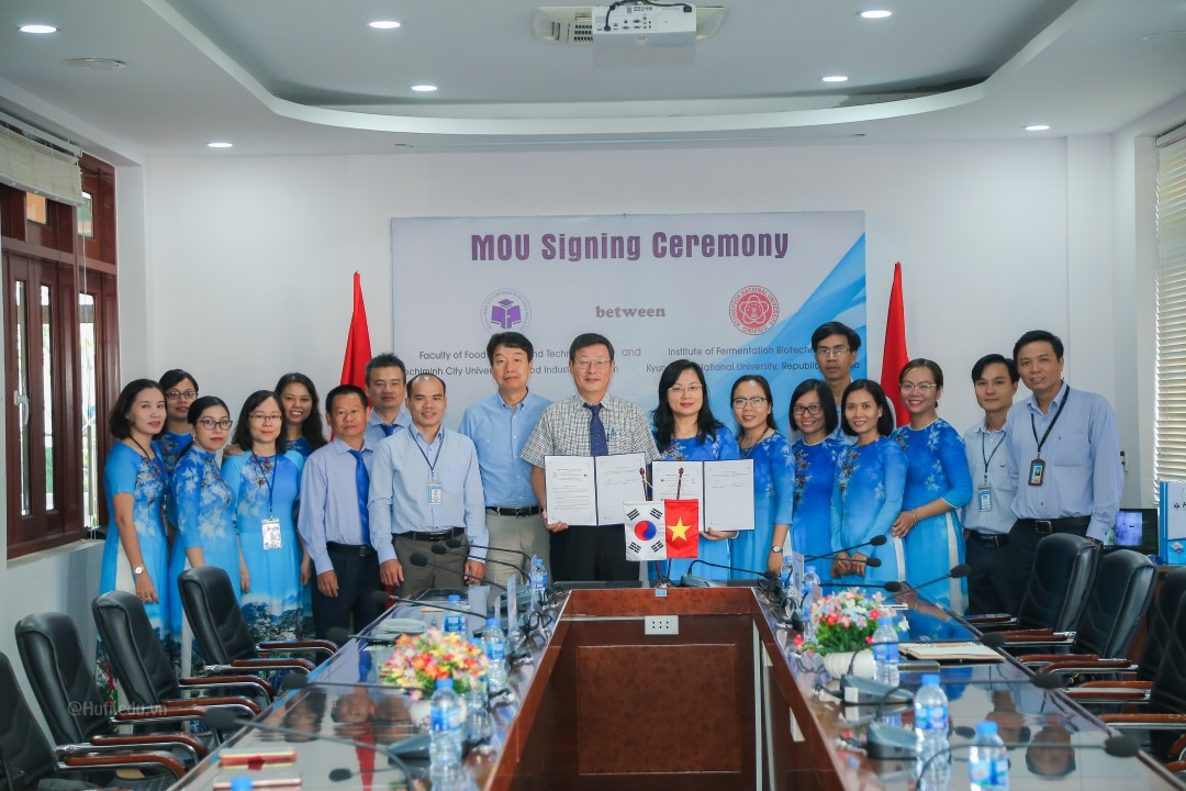 MOU Signing Ceremony between Faculty of Food Science and Technology (HUFI) and College of Science and Technology (Kyungpook National University, Korea)